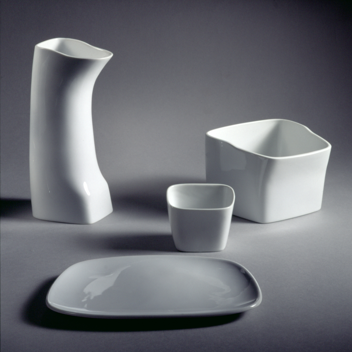 Keramiker Marianne Nielsen - Fremtidens spisestel, 2000, foto: Ole Akhøj