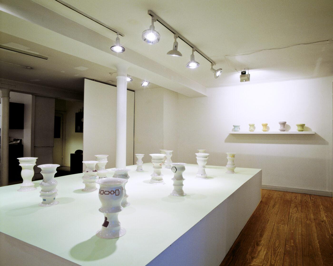 Keramiker Marianne Nielsen - Vaser, Galleri Nørby, 2003, foto: Søren Nielsen